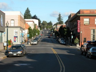 Downtown Hood River. Hood River Hotel on the right.